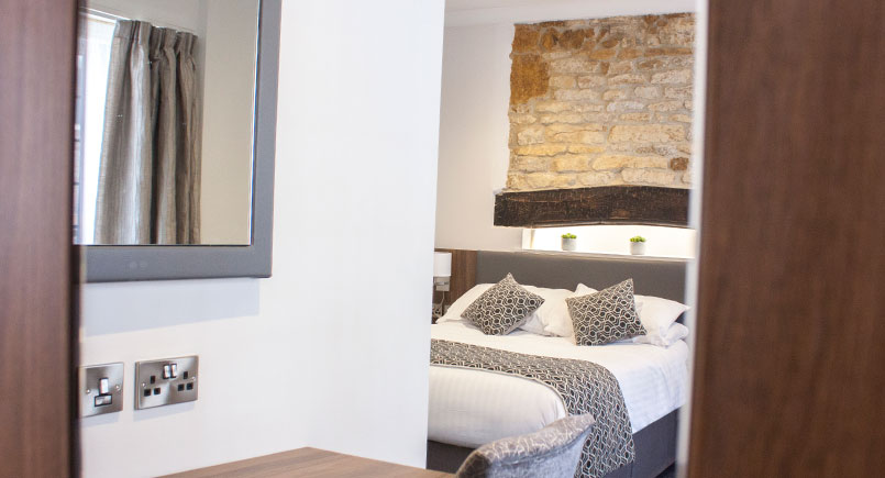 hotel-bedroom-furniture-at-the-hind-hotel